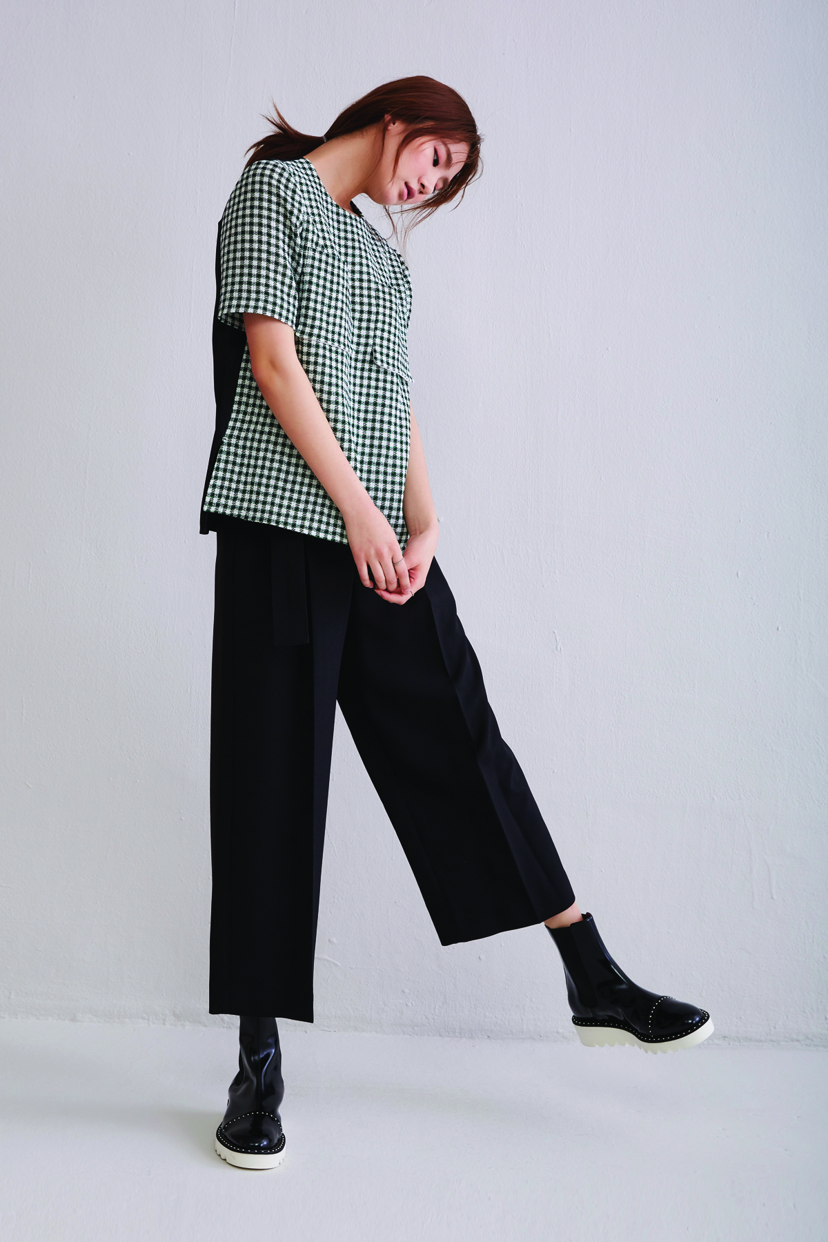[OFF 50%] Green Check Patterned Crop Top with Black Silk Contrast