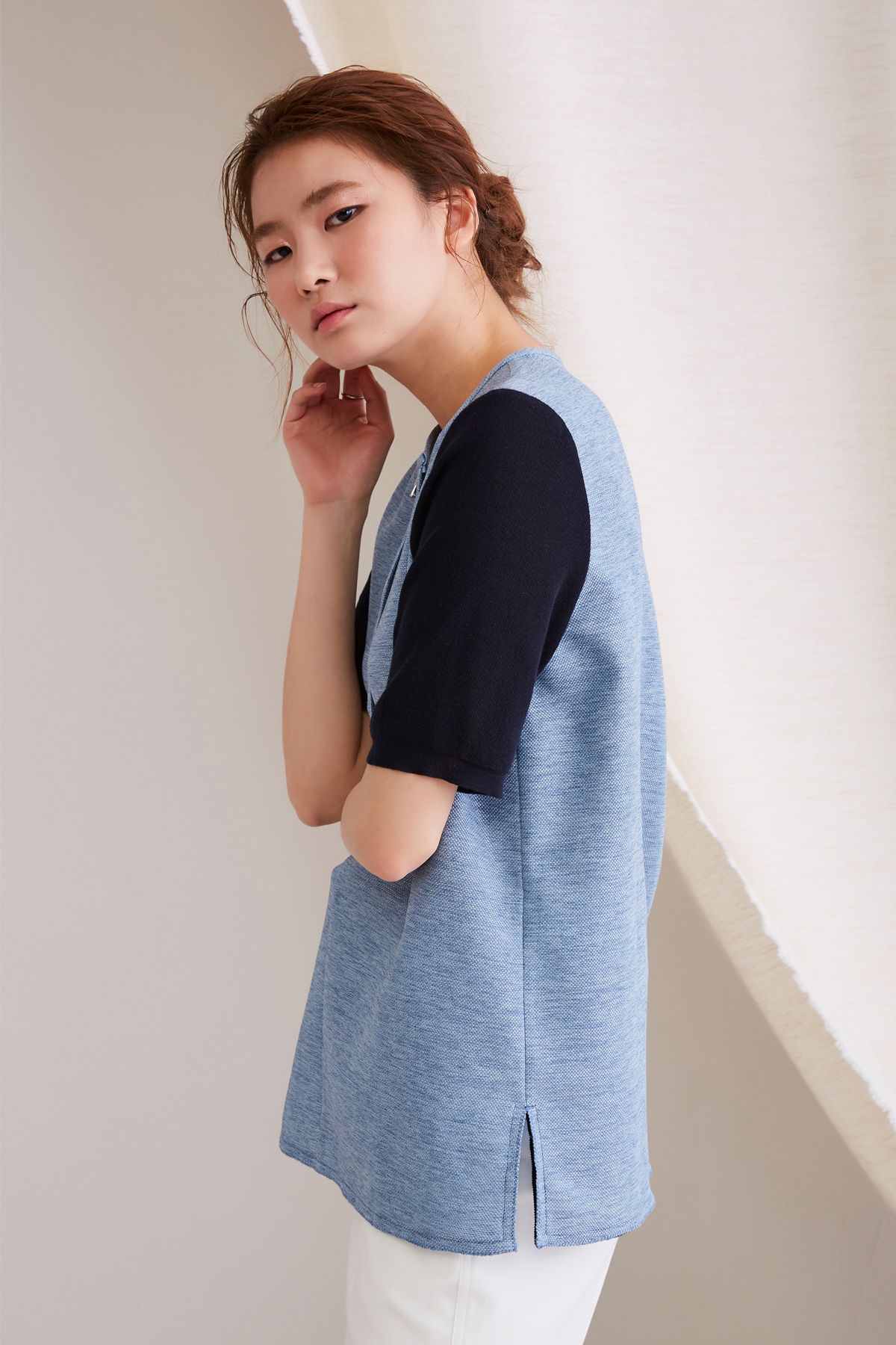 [OFF 50%] Color Contrast Knit Sleeves Top Light Blue