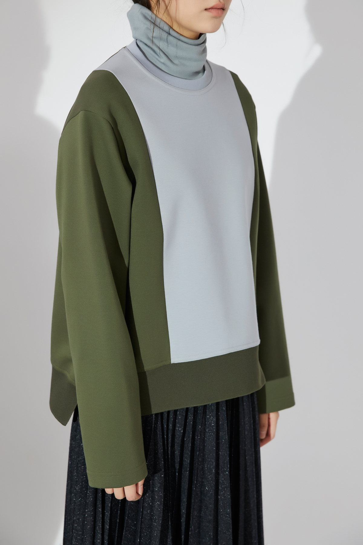 [OFF 30%] Color Block Round Neck Oversized Top Khaki