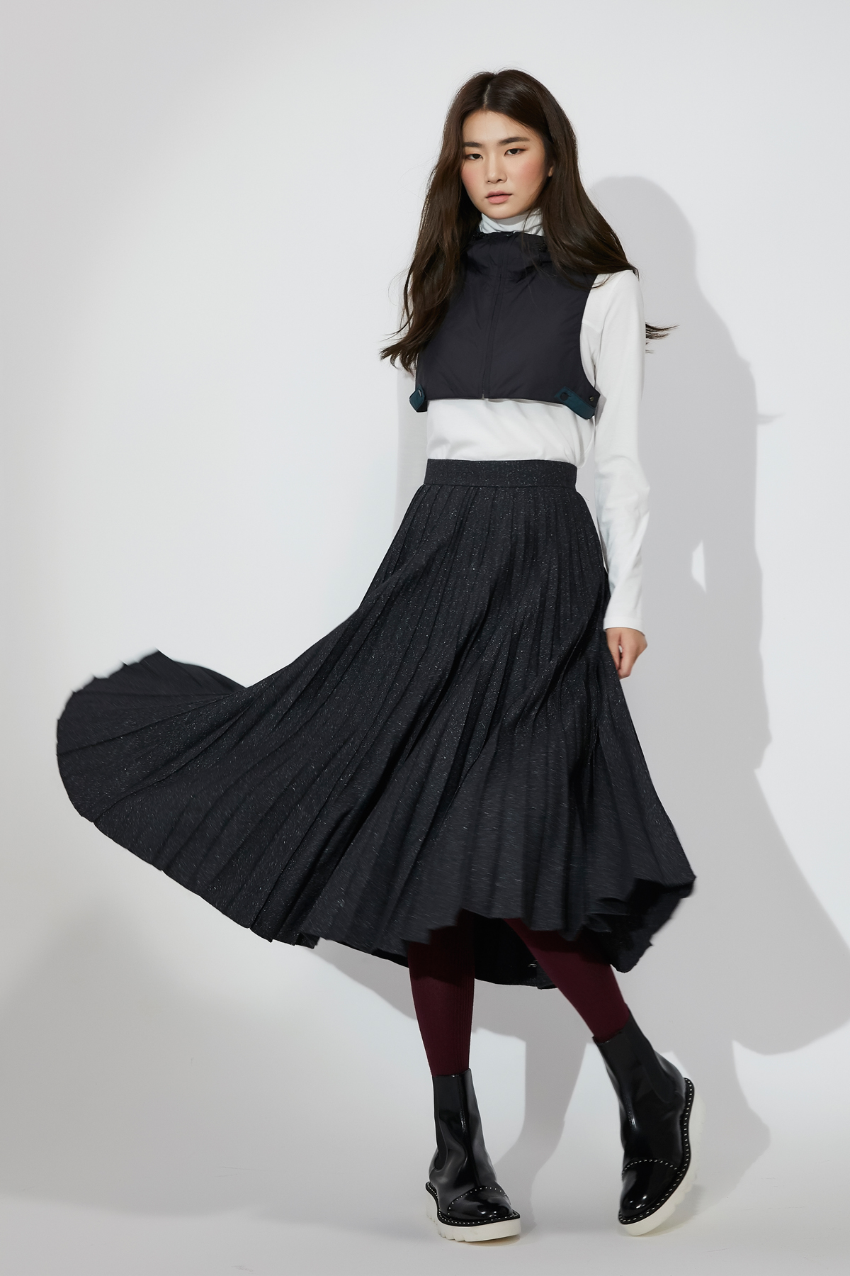 Fluid Pleats Wool Skirt Black