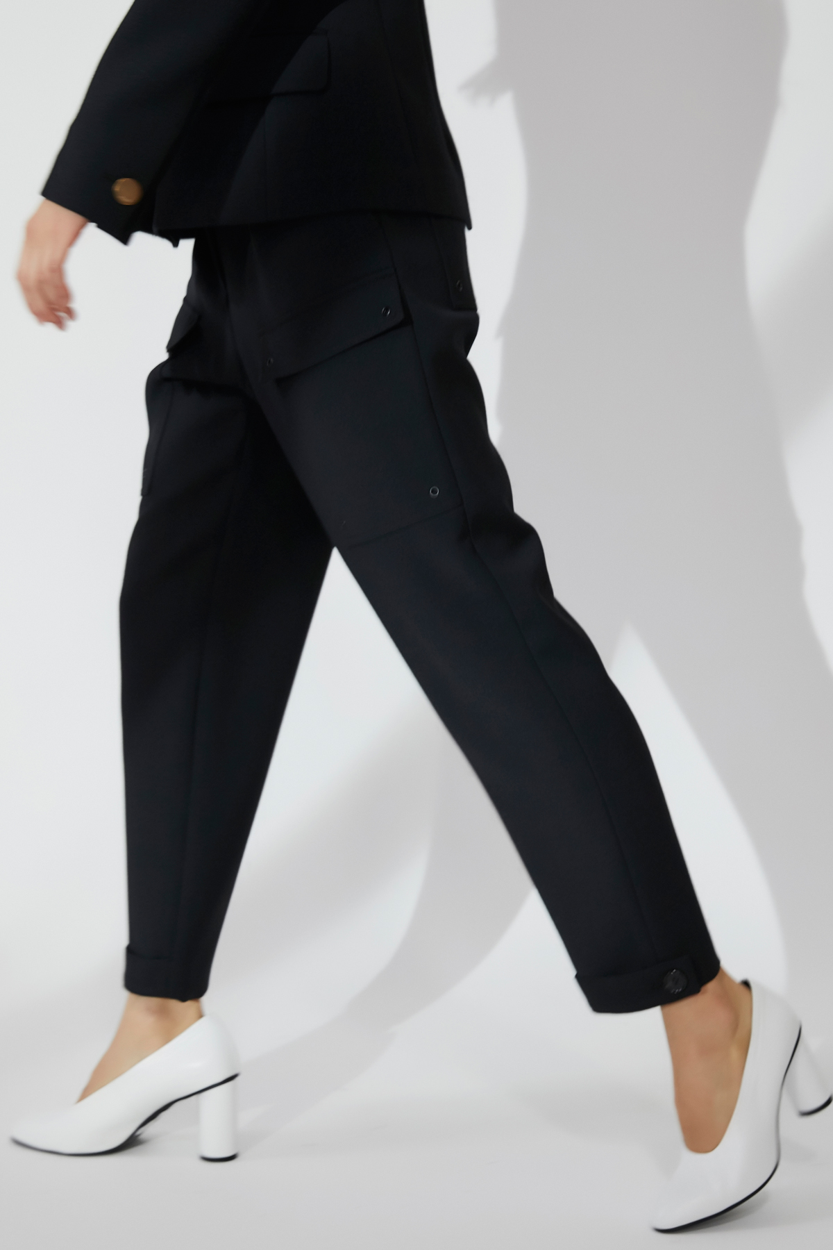 Mid-Rise Outpocket Tapered Trousers Black